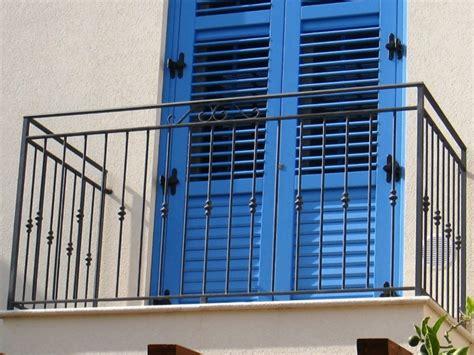 ringhiera balcone balconi con ringhiere in ferro battuto dal classico al