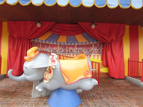 Photo Op Flying At by Dumbo Photo Op Now Open At Storybook Circus The Disney