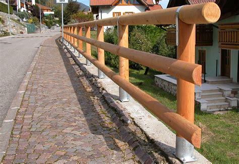 recinti in legno per giardini pali in legno per recinzioni staccionate e steccati