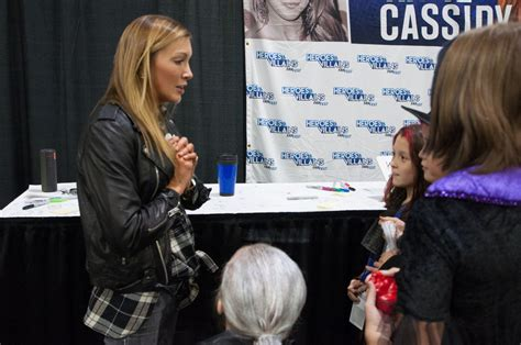 heroes villains fan fest katie cassidy at heroes and villains fan fest in atlanta
