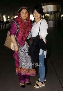 Dangal s director nitish tiwari with suhani and her mom zaira wasim