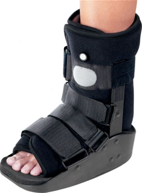 donjoy maxtrax air ankle walking boot