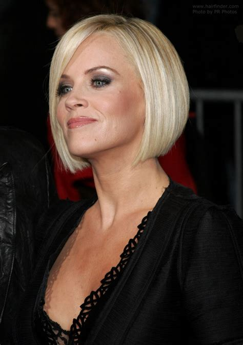jenny mccarthy view dark hair jenny mccarthy wearing her hair straight and bobbed just