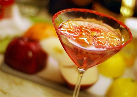 10 Tasty Mixed Drinks For Fall caramel appletini 10 tasty mixed drinks for fall