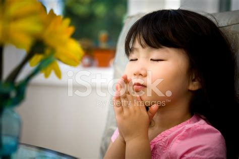 little girls little girl praying stock photos freeimages com