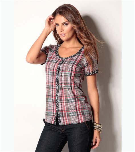 imagenes blusas negras de moda revista