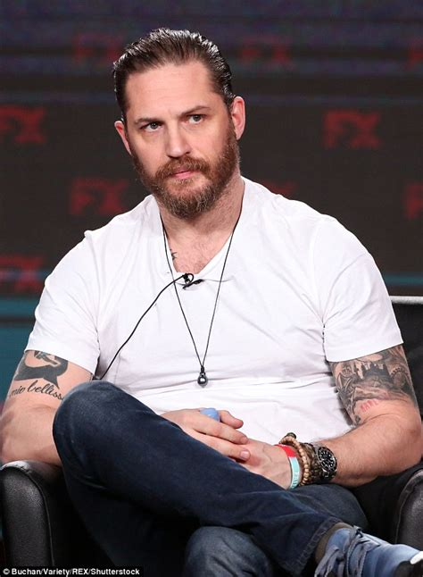 tom hardy shows off buff biceps and tattoos as he promotes