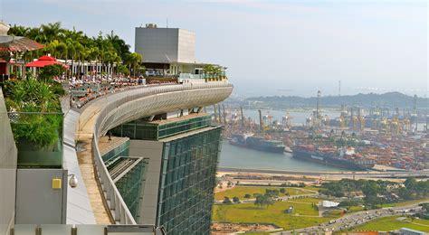 bar on top of marina bay sands marina bay sands skyscraper in singapore thousand wonders