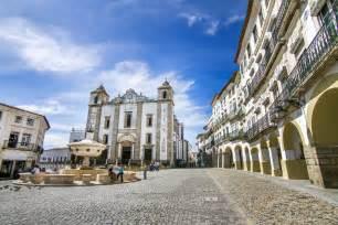 Giraldo square located in evora portugal