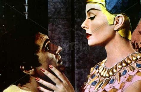 Lipstik Nefertiti nefertiti meets louboutin georgina graham