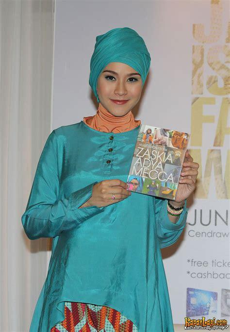 Gamis Pesta Zaskia Adya Mecca Inspirasi Jilbab Pengantin Dan Gaun Pengantin Muslimah By