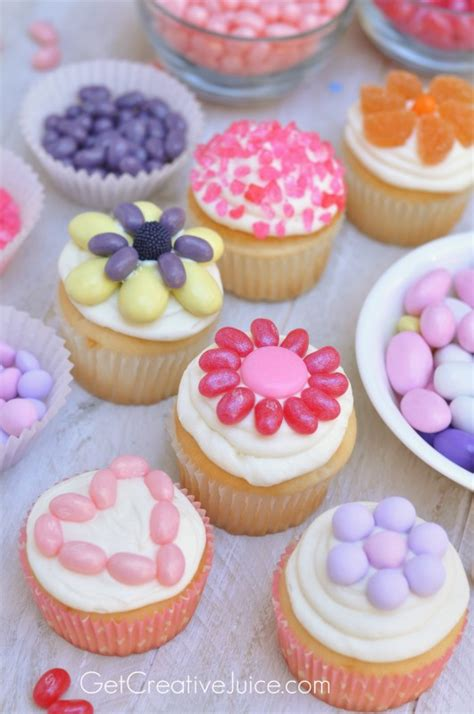 decorate cupcakes with candy easy fun idea to serve at
