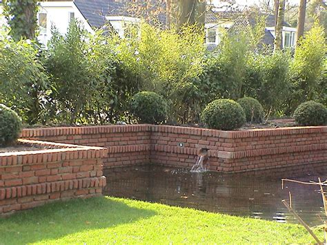 grote betonnen bollen tuin a van spelde hoveniers tuin aanleg met gemetselde muren