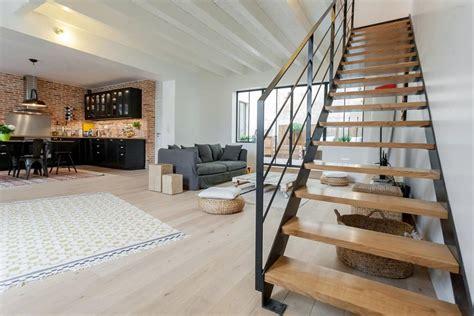 d馗o cuisine industrielle pi 232 ce 224 vivre avec cuisine industrielle et grand escalier