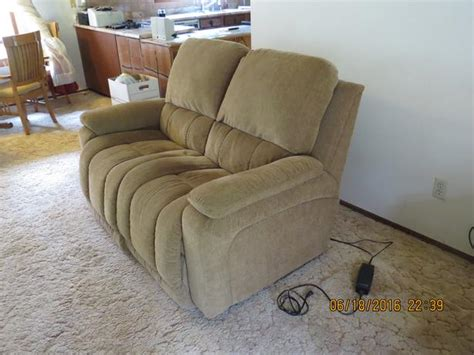Lazy Boy Recliner Loveseat by Lazy Boy Power Reclining Loveseat Cbell River Comox Valley