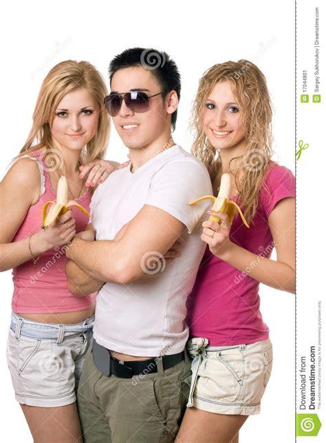 imagenes jovenes alegres retrato de tres personas jovenes alegres imagen de archivo