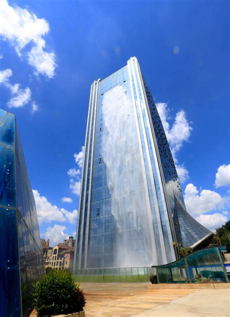 glass skyscraper built in china with worlds tallest