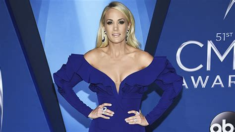 Who Wore Jovani Better Carrie Underwood Or Khloe by Carrie Underwood S Dress At Cmas Gorgeous In Royal Blue