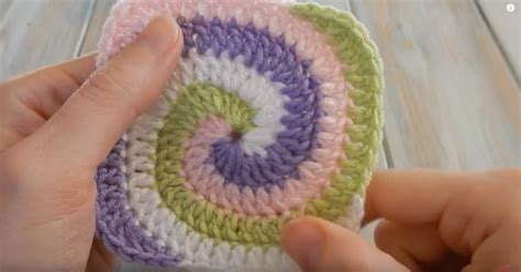 planning a family kitchen crochet patterns and tutorials how to crochet a spiral granny square diy craft projects