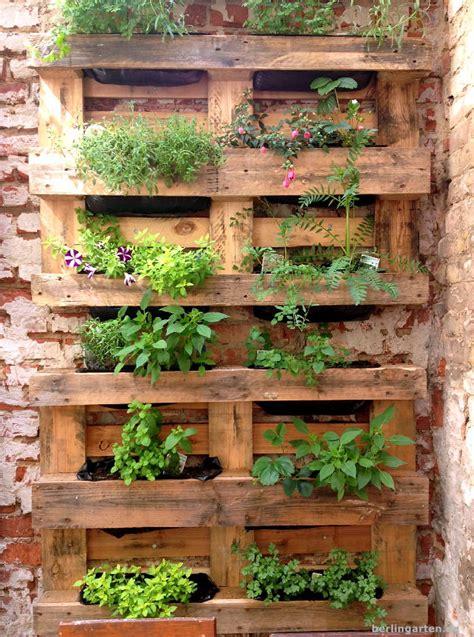 vertikales g 228 rtnern bepflanzte paletten berlingarten