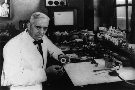 alexander fleming invention of penicillin biography com image gallery first penicillin