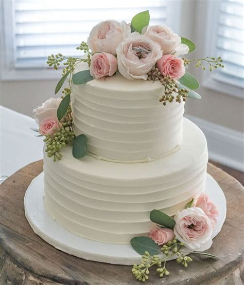 How To Decorate A Wedding Cake With Real Flowers