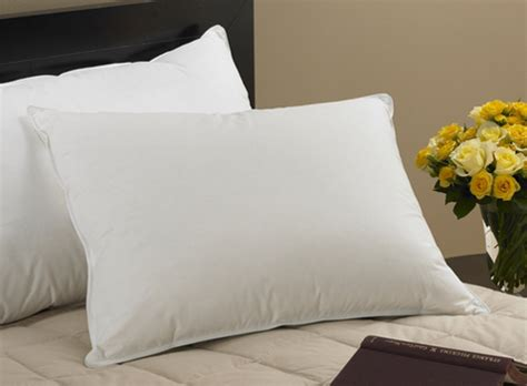 hotel bed pillows bed and breakfast inn hotel pillows fine linens innstyle