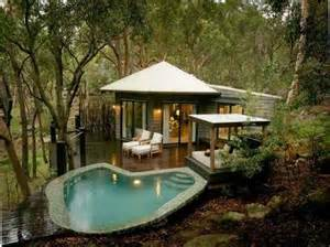tiny pool house http lomets