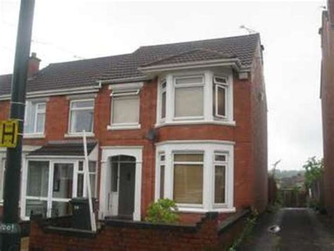 3 bedroom house coventry rent 3 bedroom terraced house to rent in queen isabels avenue coventry cv3