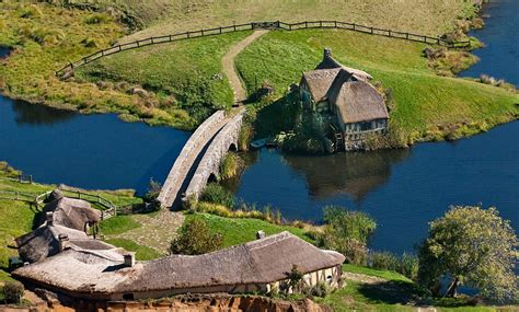 Hobbit Houses New Zealand the hobbit first look at hobbiton peter jackson s