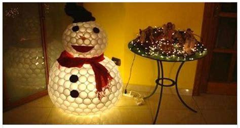 come realizzare un pupazzo di neve con bicchieri di plastica come realizzare un bellissimo pupazzo di neve con dei