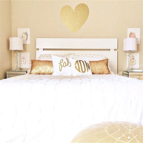 White And Gold Room Decor 17 Best Ideas About White Gold Bedroom On Pinterest Apartment Bedroom Decor Gold Bedroom