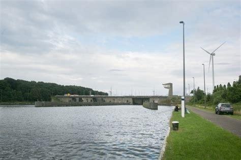scheepvaart droogte droogte legt waterkrachtcentrales aan albertkanaal in