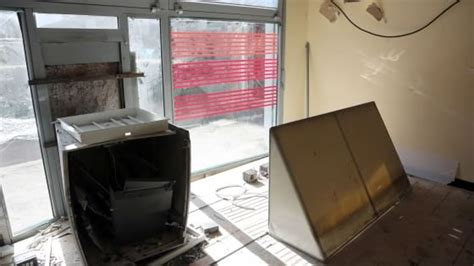banca agricola mantovana filiali assalto esplosivo al bancomat filiale distrutta e danni
