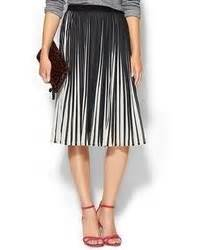 how to wear a white and black vertical striped midi skirt