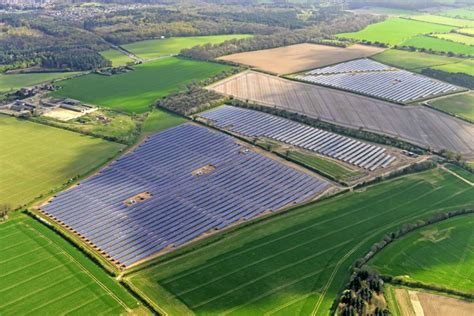 hsl solar hanwha solarone delivers 9 5 mw for solar parks in the uk
