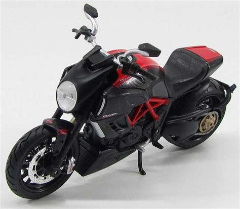 Maisto 1 12 Scale Ducati Diavel Metal Diecast Motorcycle Model T maisto 1 12 ducati diavel diecast model motorcycle 31196bk
