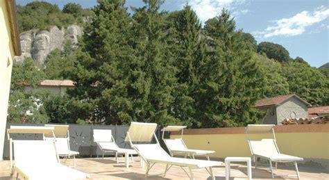 con camino e idromassaggio suite con camino e vasca idromassaggio hotel con piscina