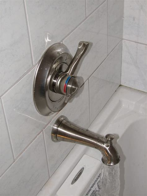 water coming out of bathtub faucet and shower plumbing why does my shower head drip when the tub