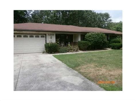houses for sale muncie indiana 5209 n leslie dr muncie indiana 47304 reo home details foreclosure homes free