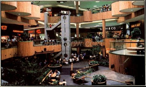 The Caldor Rainbow: Take Me Back To Holyoke Mall '82
