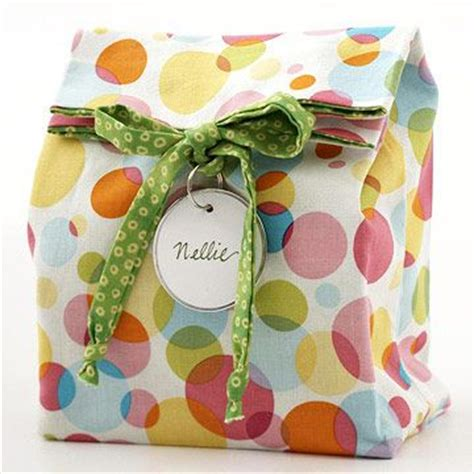 pattern to make gift bags easy to make reusable fabric gift bag quilting digest