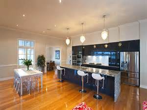 Cottage Kitchen Designs - modern island kitchen design using granite kitchen photo 280602