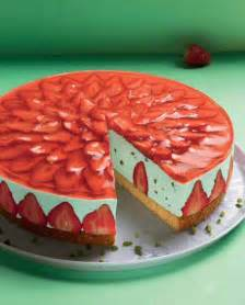 sommerliche kuchen und torten erdbeer waldmeister torte rezept sommer erdbeer tart