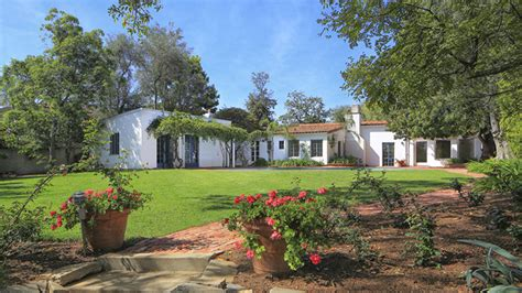 the monroe house marilyn monroe s brentwood house for sale variety