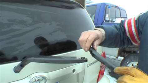 Toyota Highlander Windshield Replacement How To Change Rear Windshield Wiper On Toyota Highlander