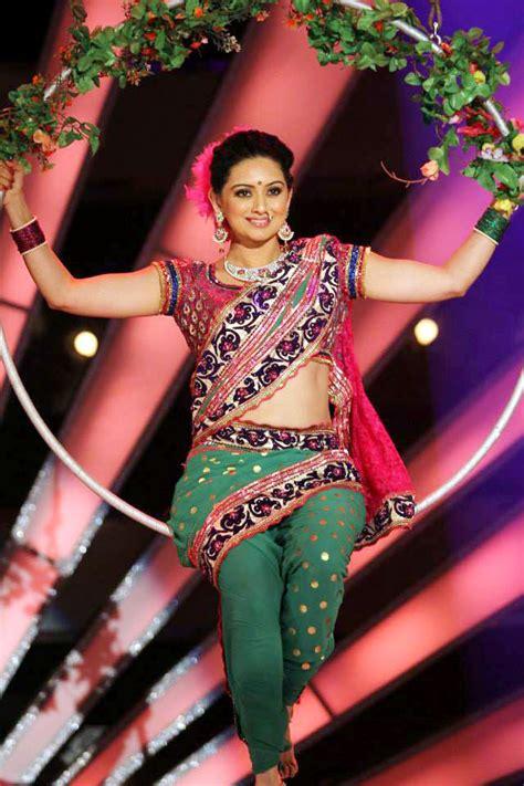 shruti marathe actress marathi ekapeksha ek apsara aali zee marathi reality show serial