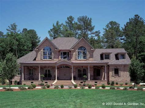 farmhouse house plan with 3167 square and 4 bedrooms