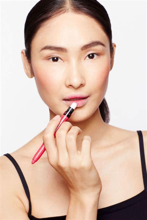 tutorial lipstik bibir tebal tutorial membuat efek bibir tipis kemerahan dengan teknik