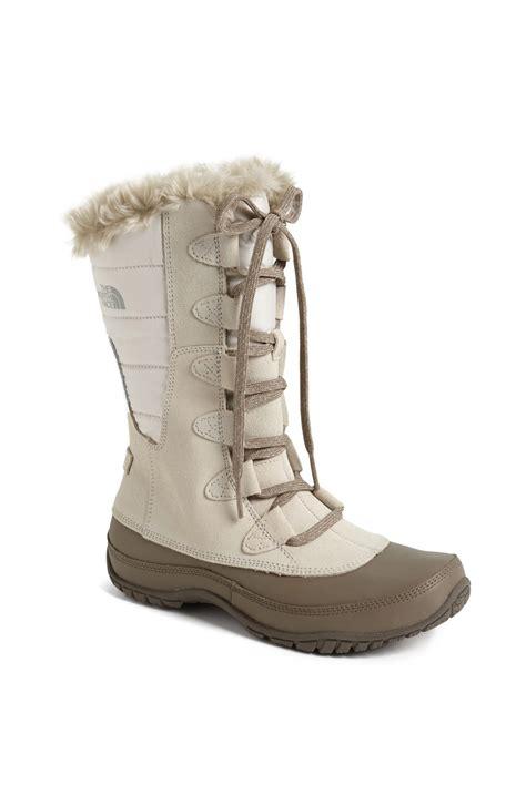 the nuptse purna boot in beige ivory beige